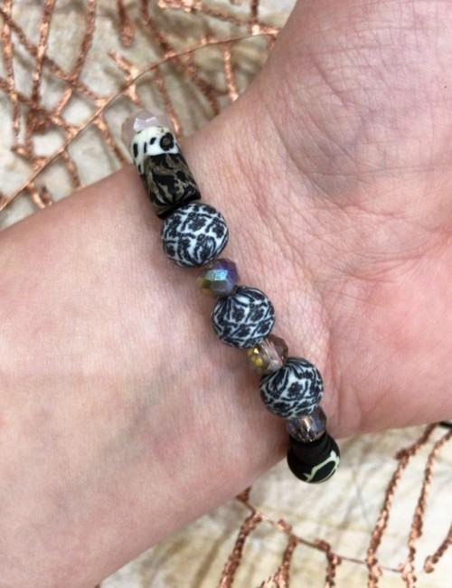 Bracelet noir perles de gomme - Boutique l'ananas