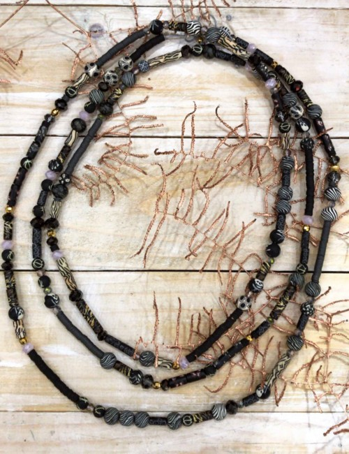 Collier sautoir perles de gomme noir - Boutique l'ananas