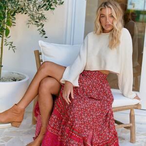 LA BOHÈME ✨🌸 Nouvelle jupe longue imprimée fleurs en ligne sur www.boutique-lananas.com   #ootd #outfit #outfitboheme #boheme #hippiechic #gipsystyle #jupelongue #boutiquelananas #bordeaux