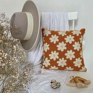 Quel est votre accessoire préféré ? Boutique L'anana(s) est un concept store bohème qui vous propose une jolie sélection mode et déco. ✨🍍  www.boutique-lananas.com  #home #decohome #inspiration #chapeau #bohemestyle #bohemedecor #decorationinterieur #bordeaux #coussinperles