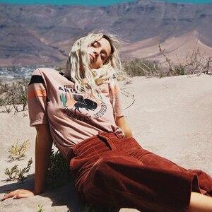 DESERT VIBES ☀️ Les tshirts rock pour cette saison, plusieurs modèles et couleurs disponibles sur www.boutique-lananas.com.  Le pantalon velours est aussi en vente en différentes couleurs sur www.boutique-lananas.com Bonne soirée les nanas 🍍🤍  #tshirt #tshirtrock #rockvibes #rockstyle #boheme #boutiquelananas #bordeaux #gipsyvibes #hippiechic